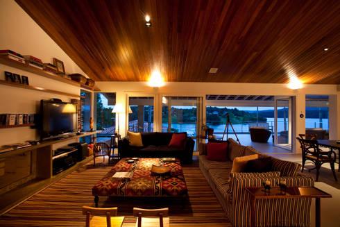 Sala de estar: Salas de estar clássicas por M.Lisboa Arquitetura e Interiores