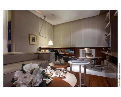 Apartamento na Barra: Salas de estar modernas por Spinola+Carvalho Arquitetura