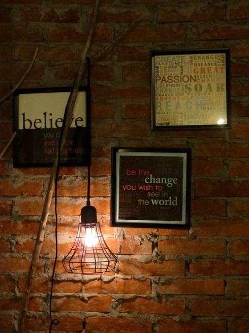 Iluminación romántica: Salas de estilo industrial por Gaia Design