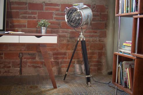 Una lámpara del otro mundo: Estudio de estilo  por Gaia Design