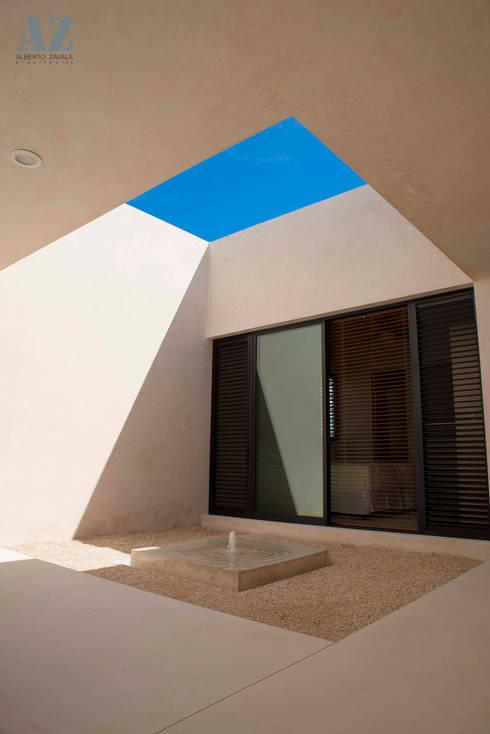 CASA MANGULICA: Jardines de estilo moderno por Alberto Zavala Arquitectos