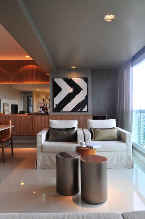 Apartamento BelaVista: Terraços  por Spinola+Carvalho Arquitetura