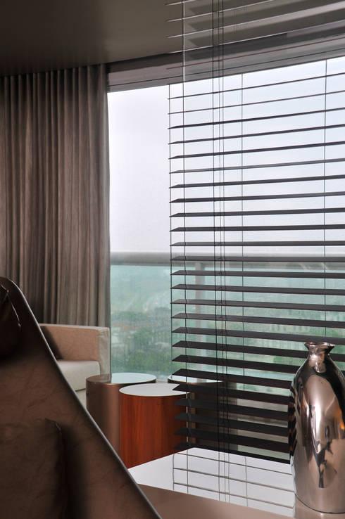 Janelas e portas modernas por Spinola+Carvalho Arquitetura