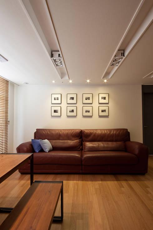 새아파트 분위기 바꿔주기 전주 서희스타힐스 아파트 : 디자인투플라이의  거실