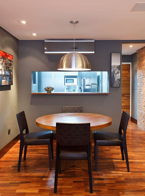 Apartamento Solteiro: Salas de jantar modernas por Carolina Mendonça Projetos de Arquitetura e Interiores LTDA