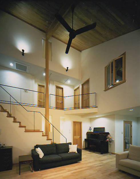 福島太夫の家(Y邸新築工事): 有限会社 起廣プラン 一級建築士事務所が手掛けたリビングです。