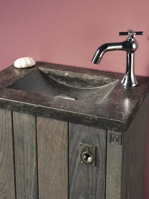 Waschbecken aus Natustein:  Badezimmer von F&F Floor and Furniture