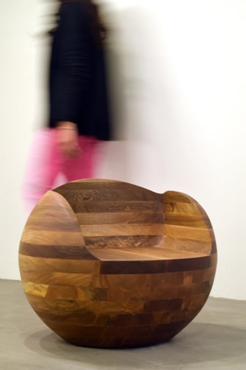 Asiento Esfera: Salas de estilo moderno por Mediamadera