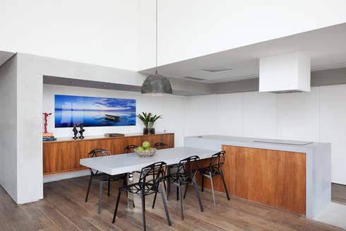 minimalistic Kitchen by Meireles Pavan arquitetura