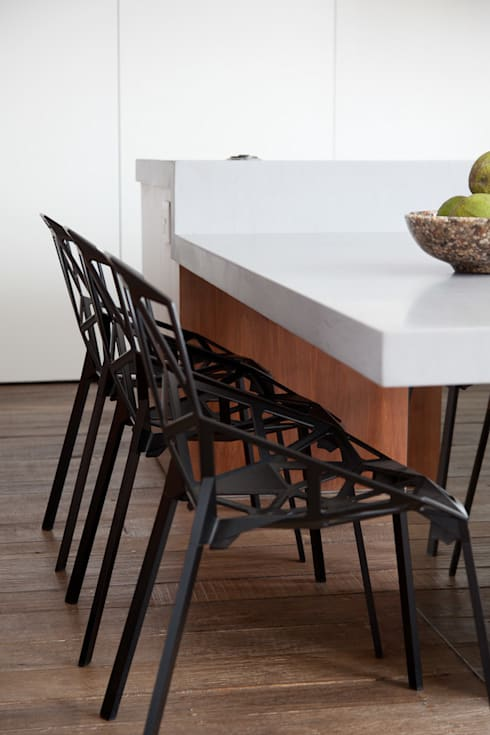 minimalistic Dining room by Meireles Pavan arquitetura
