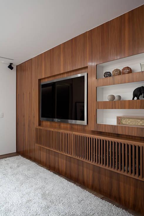 minimalistic Study/office by Meireles Pavan arquitetura