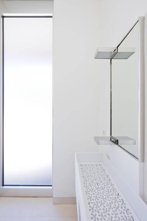 TOWNHOUSE P15:  Badezimmer von Nalbach + Nalbach Gesellschaft von Architekten mbH