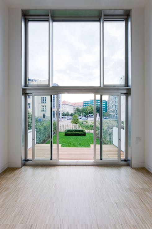 TOWNHOUSE P15: moderne Wohnzimmer von Nalbach + Nalbach Gesellschaft von Architekten mbH