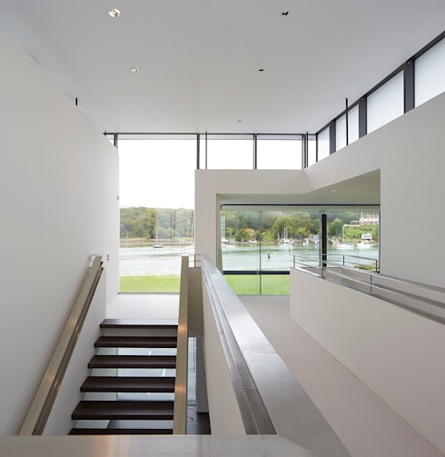 Yachtsman's House:  Corridor & hallway by The Manser Practice Architects + Designers