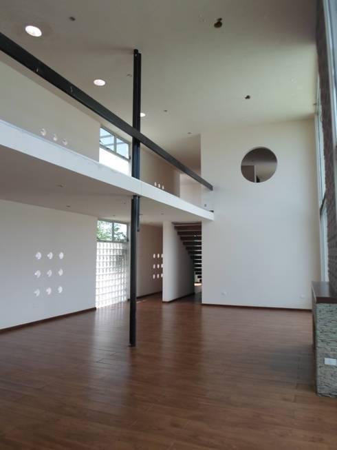 Interior: Salas de estilo minimalista por Diseño Corporativo