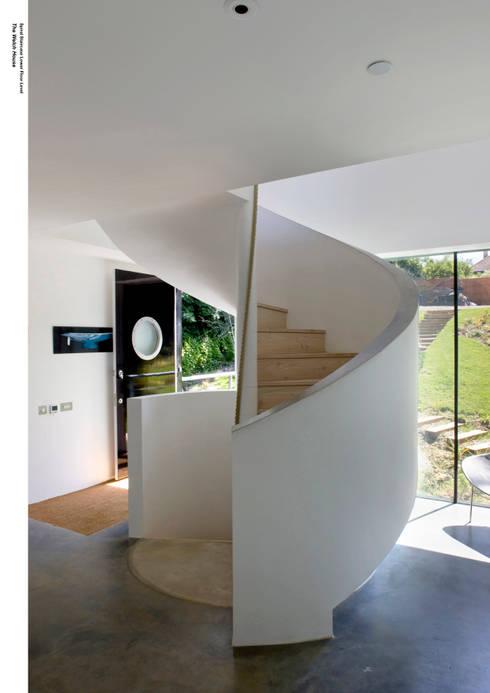 Pasillos y vestíbulos de estilo  de The Manser Practice Architects + Designers
