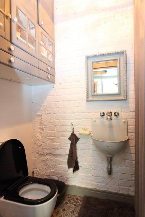 Loft- kamienica ul.Jagiellońska Warszawa 100 m2: styl , w kategorii Łazienka zaprojektowany przez livinghome wnętrza Katarzyna Sybilska