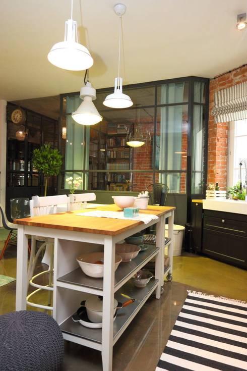 Cocinas de estilo industrial por livinghome wnętrza Katarzyna Sybilska