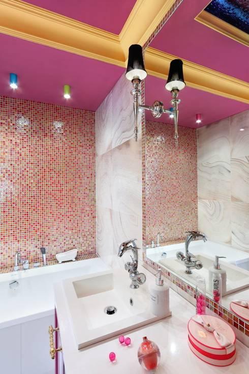 białe mieszkanie dwupoziomowe Warszawa: styl , w kategorii Łazienka zaprojektowany przez livinghome wnętrza Katarzyna Sybilska