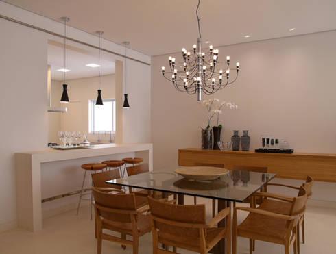 Residência Sorocaba: Salas de jantar modernas por Denise Barretto Arquitetura