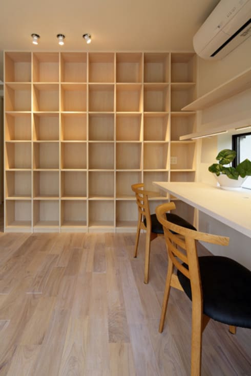 湖風の家 書斎本棚: アーキシップス古前建築設計事務所が手掛けた勉強部屋/オフィスです。
