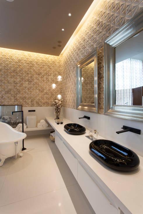 Baños de estilo  por Denise Barretto Arquitetura