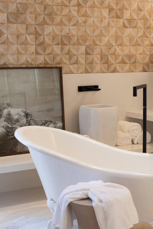Loft do Casal: Banheiros modernos por Denise Barretto Arquitetura