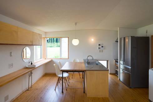 cafeのある小さなおうち: FAD建築事務所が手掛けたキッチンです。