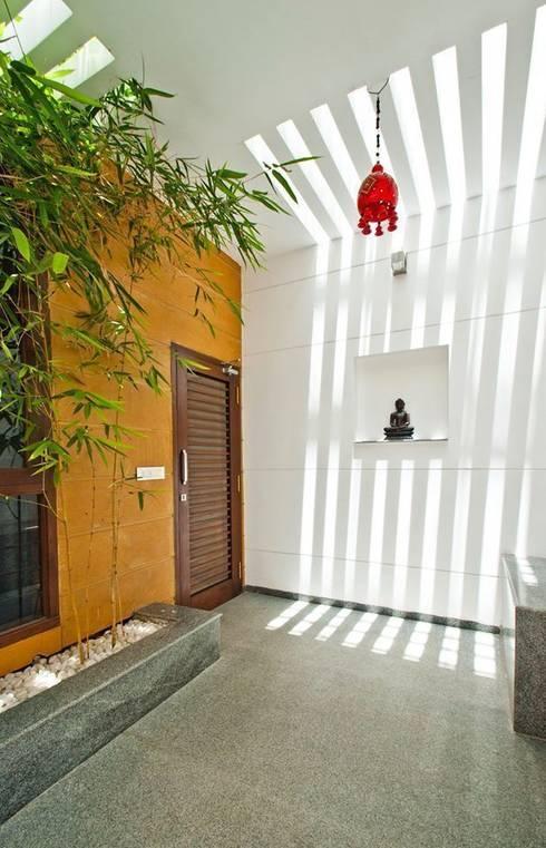 mr sajeev kumar s residence at girugambakkam, near m.i.o.t hospital, chennai ,tamilnadu:  Terrace by Muraliarchitects