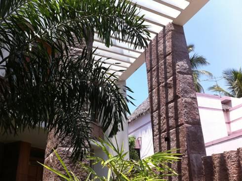 DR.BALAMURUGAN RESIDENCE: modern Houses by Muraliarchitects