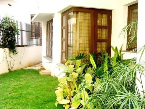 SHAMEEL RESIDENCE: modern Garden by Muraliarchitects