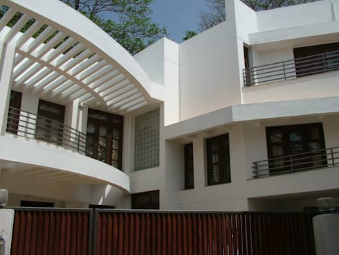 SHAMEEL RESIDENCE: modern Houses by Muraliarchitects