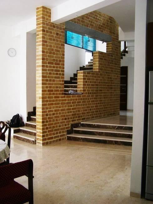ARUNAGIRI RESIDENCE:  Walls by Muraliarchitects