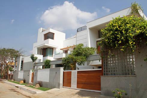 RESIDENCE FOR MRS. & MR. VASUKI RAJAGOPALAN: modern Houses by Muraliarchitects
