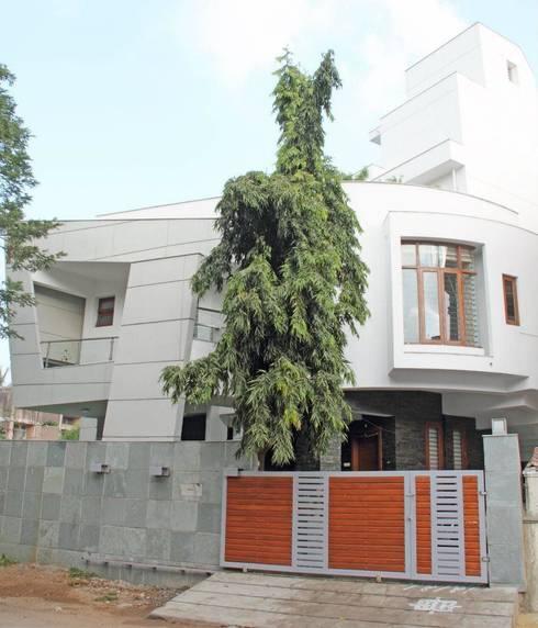 3G HOUSE – UMA SURESH: modern Houses by Muraliarchitects