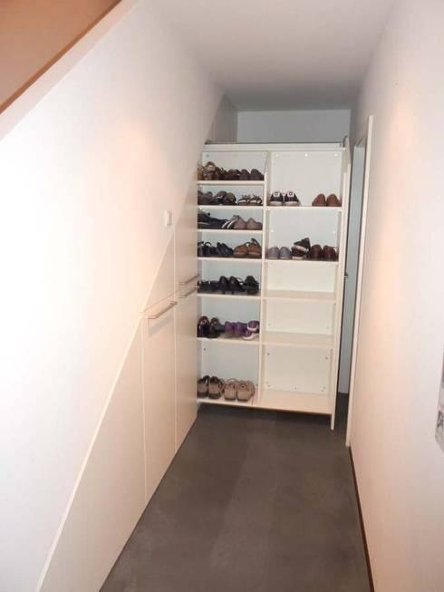 apothekerauz ge unter der kellertreppe von pyra. Black Bedroom Furniture Sets. Home Design Ideas
