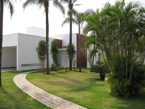 CASA LB: Casas modernas por DIOGO RIBEIRO arquitetura