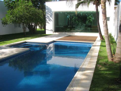 CASA LB: Piscinas modernas por DIOGO RIBEIRO arquitetura