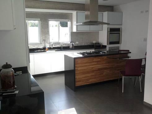CASA LB: Cozinha  por DIOGO RIBEIRO arquitetura