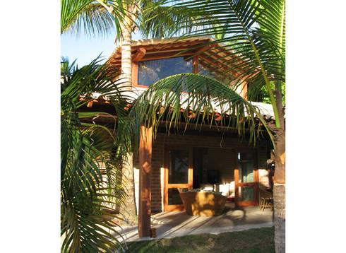 Residência Outeiro: Casas tropicais por Cria Arquitetura