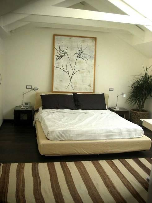 Loft a Milano: Camera da letto in stile  di Karin Künzli