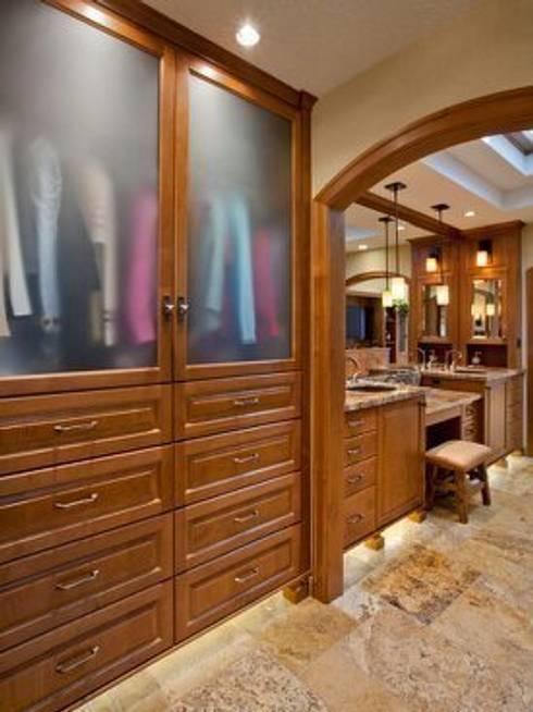 Vestidores y closets de estilo  por Capital Bedrooms and Kitchens