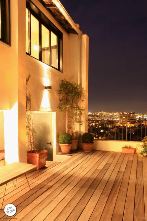 Réhabilitation de maison individuelle: Terrasse de style  par Julie Le Goff