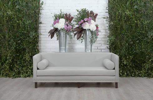 Sofá Contempo: Salas de estilo moderno por Elemento Tres