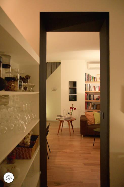 Réhabilitation de maison individuelle: Fenêtres de style  par Julie Le Goff