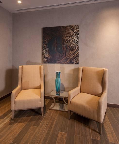 Sala : Salas de estilo  por UNUO Interiorismo