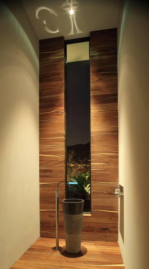 Casa CG: Baños de estilo  por GLR Arquitectos