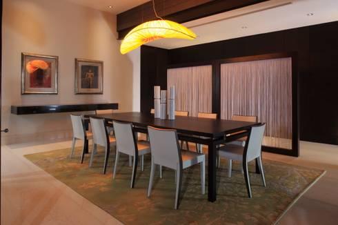 Casa CG: Comedores de estilo moderno por GLR Arquitectos
