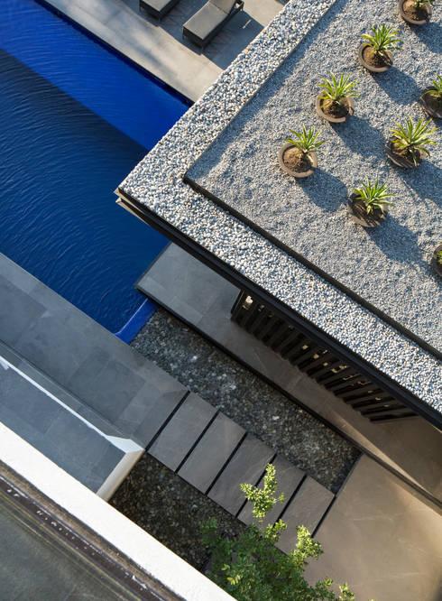 Jardins modernos por GLR Arquitectos