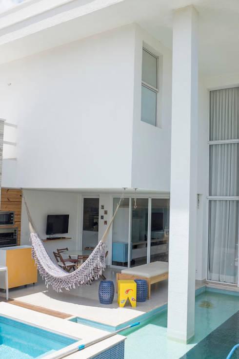 Maisons de style de style Moderne par POCHE ARQUITETURA